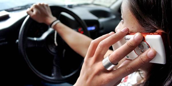celular-en-el-auto