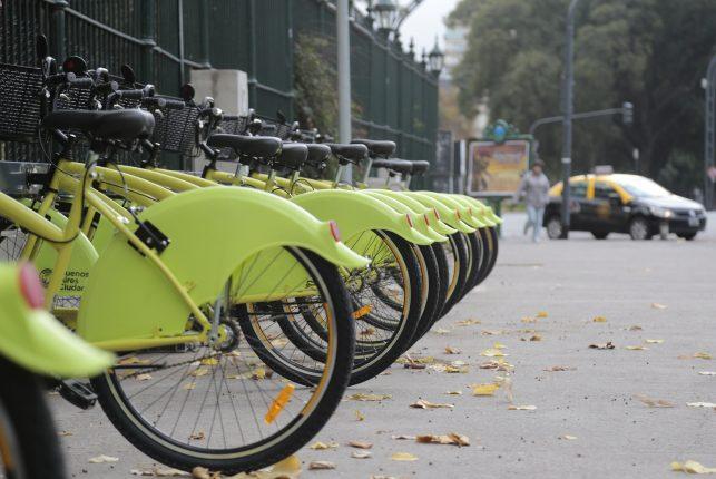 """Ciudad de Buenos Aires. Mayo 27 de 2016. El jefe de Gobierno de la Ciudad de Buenos Aires, Horacio Rodríguez Larreta, anunció hoy la incorporación de nuevas unidades al sistema de Ecobici, con mayor seguridad para los usuarios, al tiempo que anticipó la inauguración de más estaciones. """"Ya tenemos 500 bicicletas en circulación, vamos a llegar a 1.000 a principios de agosto, y todo el programa apunta a llegar a 3.000.  Foto Matias Repetto-gv/GCBA.-"""